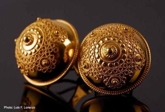 Turkish Button Filigree Earrings. 18K Gold - Luis Méndez Artesanos.