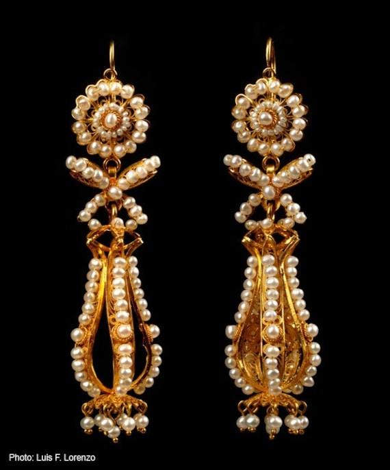 Free shipping. 18k yellow gold and seed pearl. By Luis Mendez Artesanos.