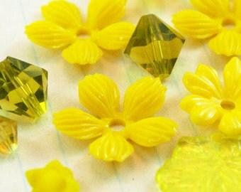 Yellow Vintage Flowers - Sunflower Mix