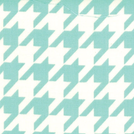 LAST ONE - Bonnie and Camille, Vintage Modern, Houndstooth in Sky -  Half Yard of Fabric