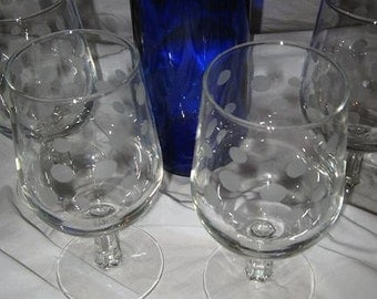 Etched wine glass with polka dots set of 4