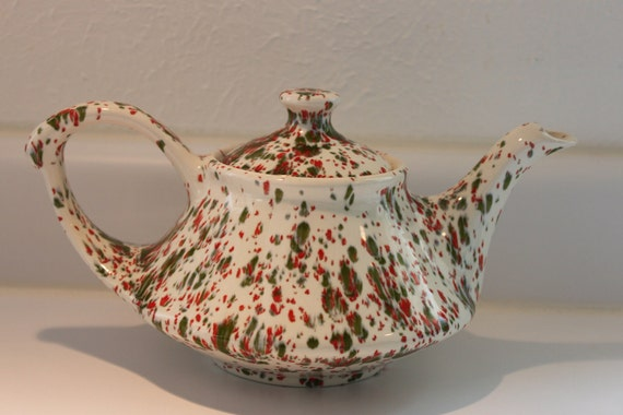Beautiful Vintage Teapot --- Perfect for serving FALL TEA