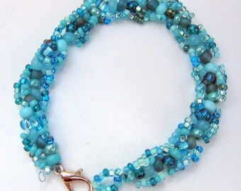 Beaded Bracelet in Shades of Turquoise