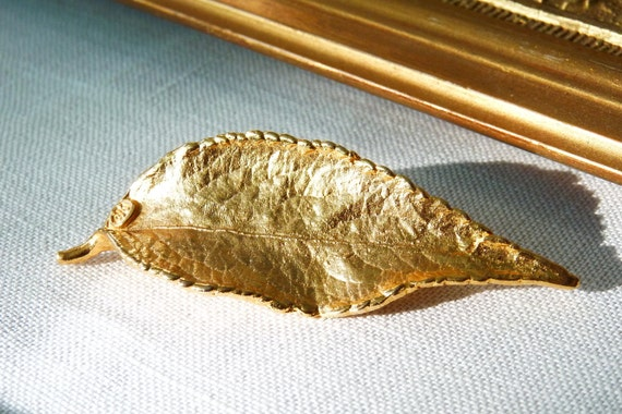 SALE 20% OFF Vintage Gold Plated Leaf Brooch