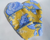 Magnetized Microwave Mini Mitt Hot Pad in Blue and Green Floral