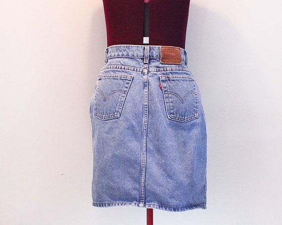Vintage high waisted classic levi's denim skirt size M 27/28