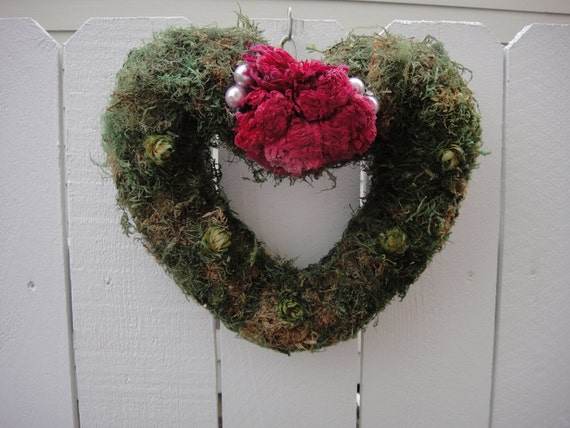 Valentine Wreath/Pay no shipping through February 14 2012