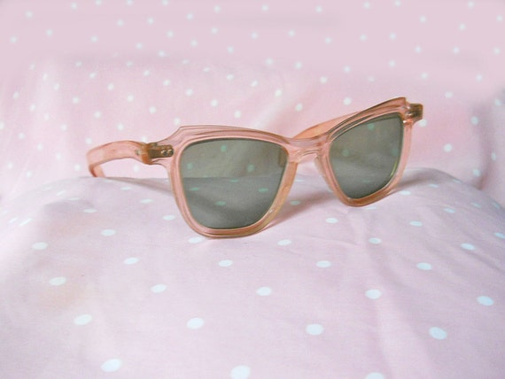 Cat Eye Sunglasses // 40s Grantly Sunglasses // Pink Plastic Deco // Green Lenses // No Shipping Charges
