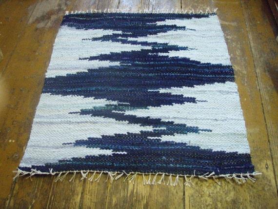 Hand woven rag rug - 2.7' x 2.9' ,,Dark blue, light blue, zigzag''