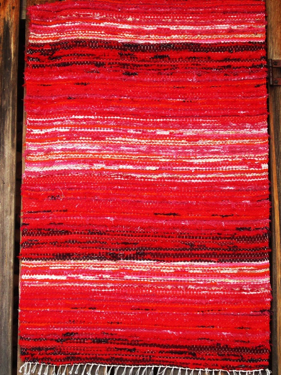 Handwoven rag rug - 3' x 5.09,' ,, red and pink''