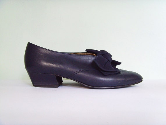 Vintage dark blue leather Victorian bow shoes size 3.5
