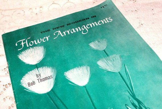 Vintage Wonderful..'The New Modern in Flower Arrangements' Softcover Book..1964..
