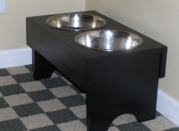 Raised dog bowl feeder with stainless 2 quart bowls