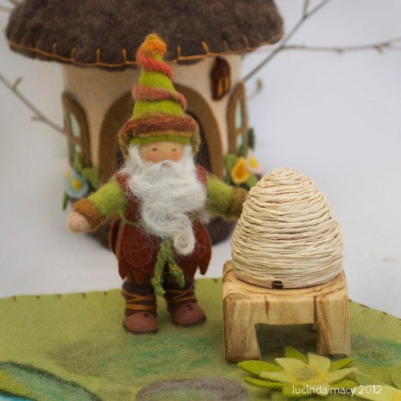 BeeKeeper Gnome and Bee Skep