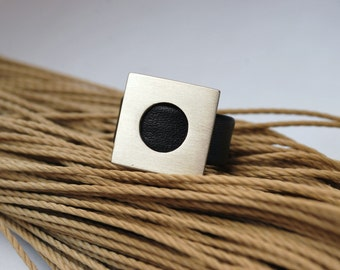 Geometric ring leather