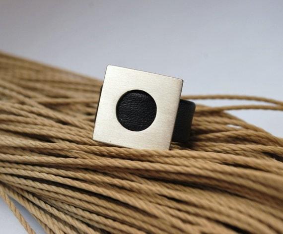 Geometric ring leather