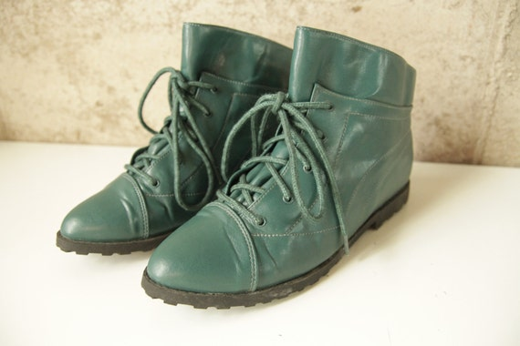 size 7.5 faux LEATHER TEAL witchy vintage 80s 90s pointy ankle BOOTIES for women