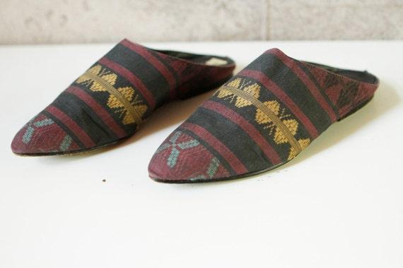 IKAT size 7 90s backless SANDALS slip on flat SOUTHWEST navajo print shoes