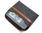 Stylish Kindle Felt Sleeve - Charcoal Gray