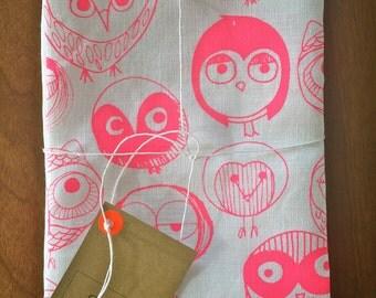 MOCHO Owl Printed Teatowel Neon Pink