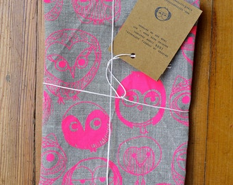 MOCHO Owl Printed FLAX Teatowel Neon Pink