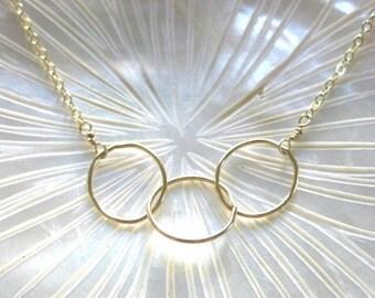 simple interlocking circles necklace