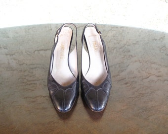 1950s vintage black leather TuRTLe SCaLLoPeD heels 6