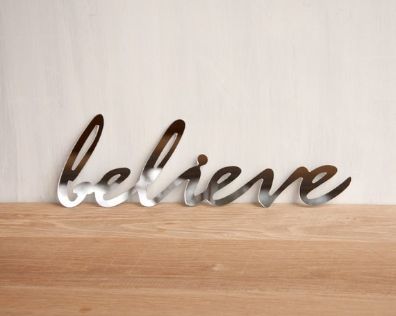 Mirror word wall decor 39 believe 39 wall art signage for Decoration word