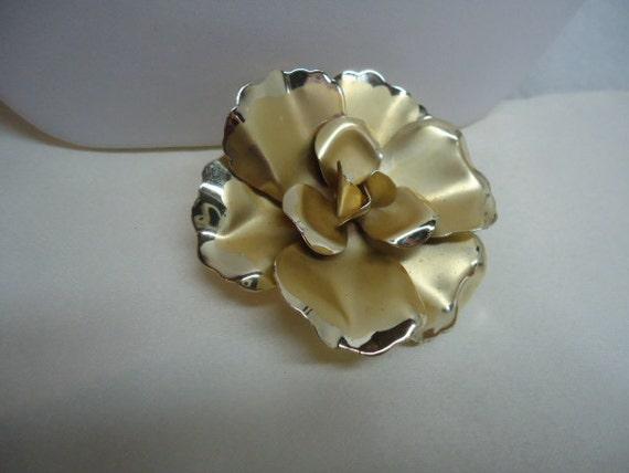 Vintage Brooch Flower Daisy Enamel Brooch Metal Enamel Jewelry