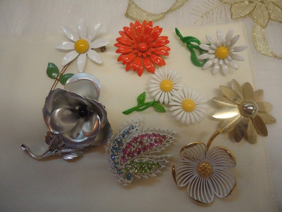 Vintage Lot of Flower Brooches, Enamel Metal Flowers  Brooches Jewelry