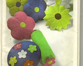 1970s Flower Pillow Craft Pattern by Simplicity 7933 UNCUT