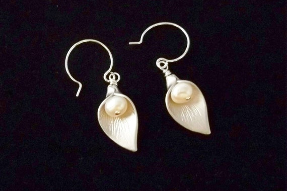 Calla Lily Earrings, Freshwater Pearl Silver Earrings, Wedding Jewelry, Bridesmaid Gifts