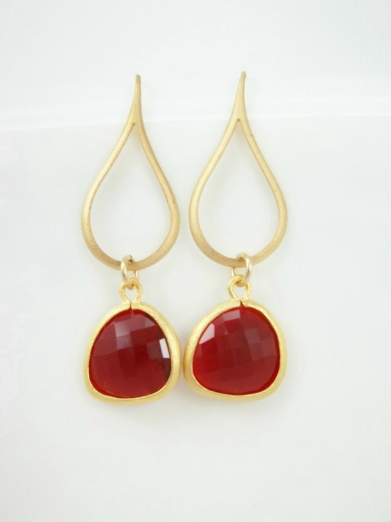 Garnet Red and Gold Teardrop Earrings - Crimson Red Crystal Dangle Earrings, Delicate Everyday Jewelry, Bridesmaid Gifts, Wedding Gift