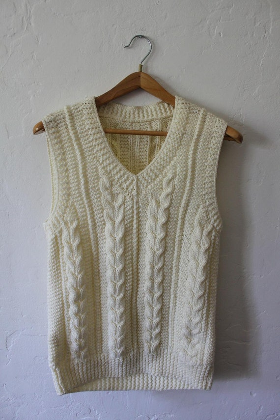 Cable Knit Sleeveless V neck Sweater