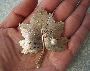 Sale - Vintage Sarah Coventry Maple Leaf brooch with a faux pearl from 70s