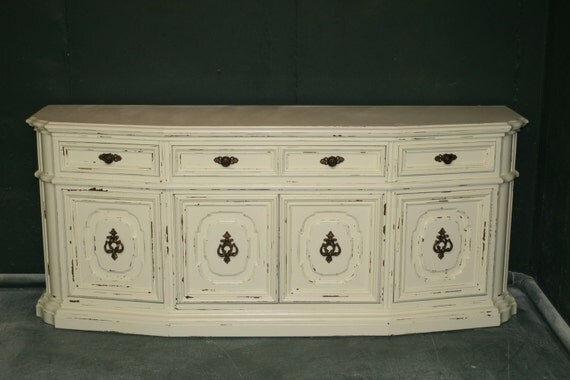 Veranda Ivory console/ Entertainment stand