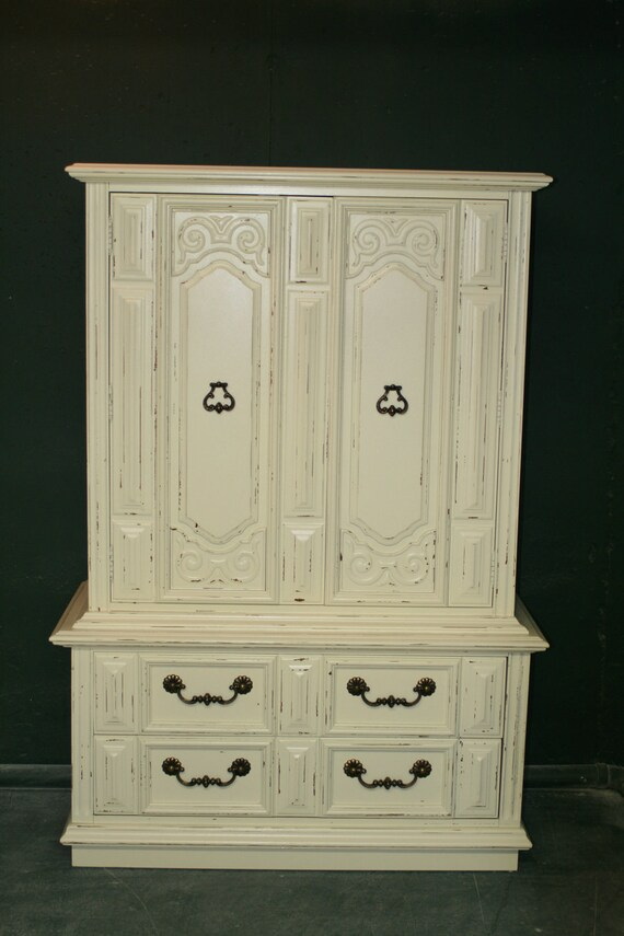 Armoire in Veranda Ivory