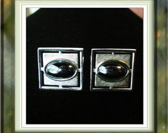 SALE .... Vintage cuff Links Silvertone and silver Luster Stone