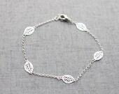 Simple silver leaf bracelet - S3104