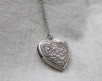 Vintage style sunflower Heart Locket - S2207