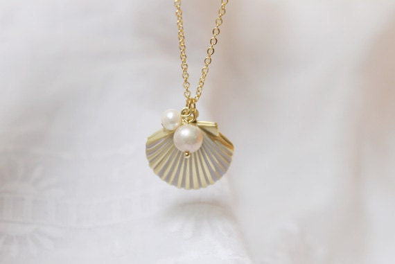 Seashell with pearl gold Locket - S2239