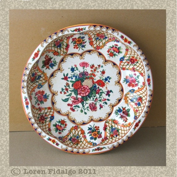 Vintage Daher White Red Pink Orange Green Floral Pattern Metal Dish Pattern 951942 From England