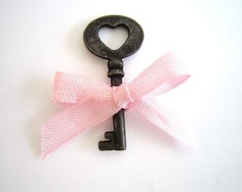 Small Keys . country wedding decor Favors . small skeleton key . rustic wedding decor favors
