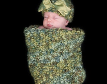 Newborn Cocoon and Matching Hat with Removable Bow