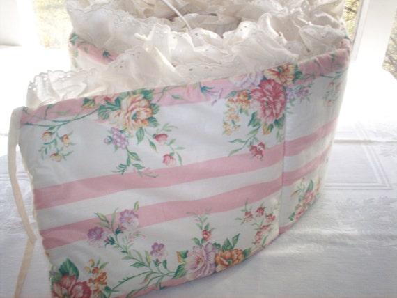 Vintage crib bumper with cotton lace