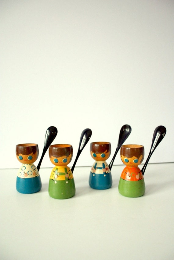 Vintage Wooden Egg Cups Folk Art Set Of 4