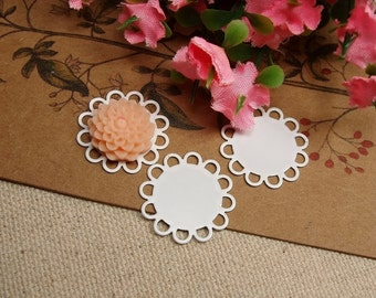 20pcs 15mm White Color Plated  Metal Round Lace Edge Flat Pad Cameo Pendant Cabochon Settings