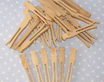 25 Flat Wood Clothes Pins (lot A)