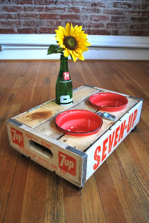 UPCYCLED - Vintage 7-Up Crate Pet Feeder