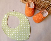 Baby shoes and bib gift set, polka dots shoes and bib for babies